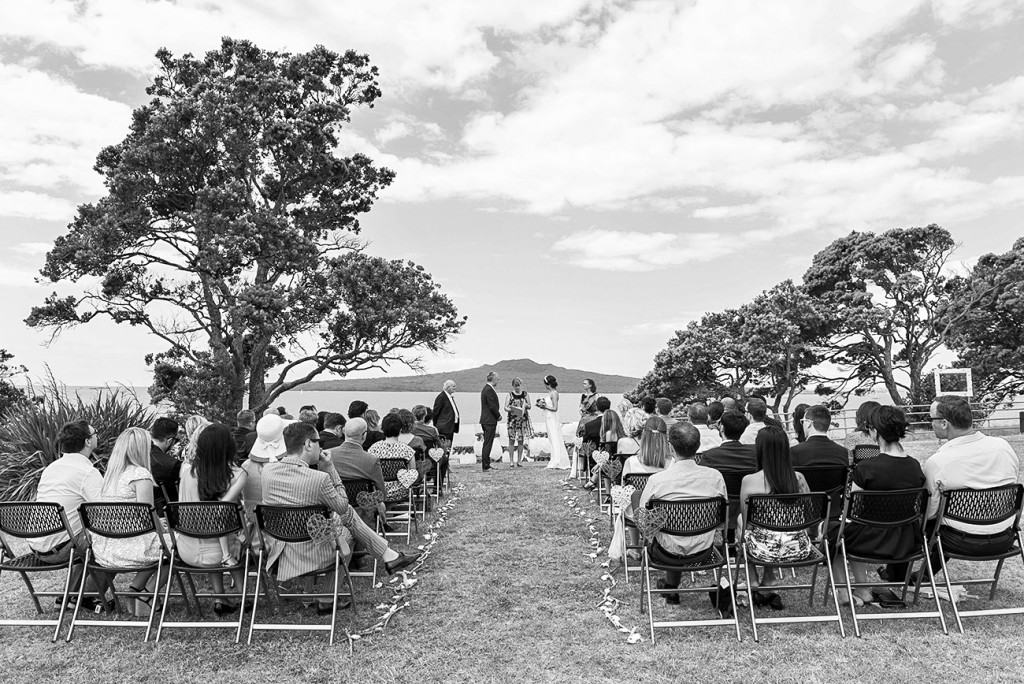 Black and white view of the ceremony, the mountain and the sea
