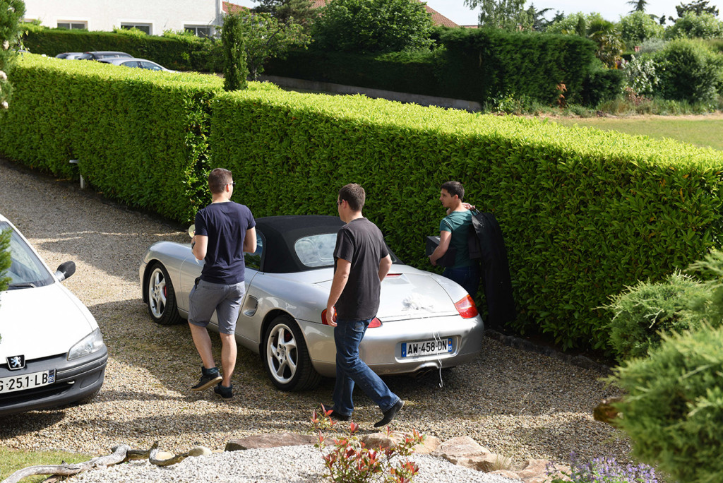 Wth his car the groom and his groomsmen leaving the house to get ready for the wedding