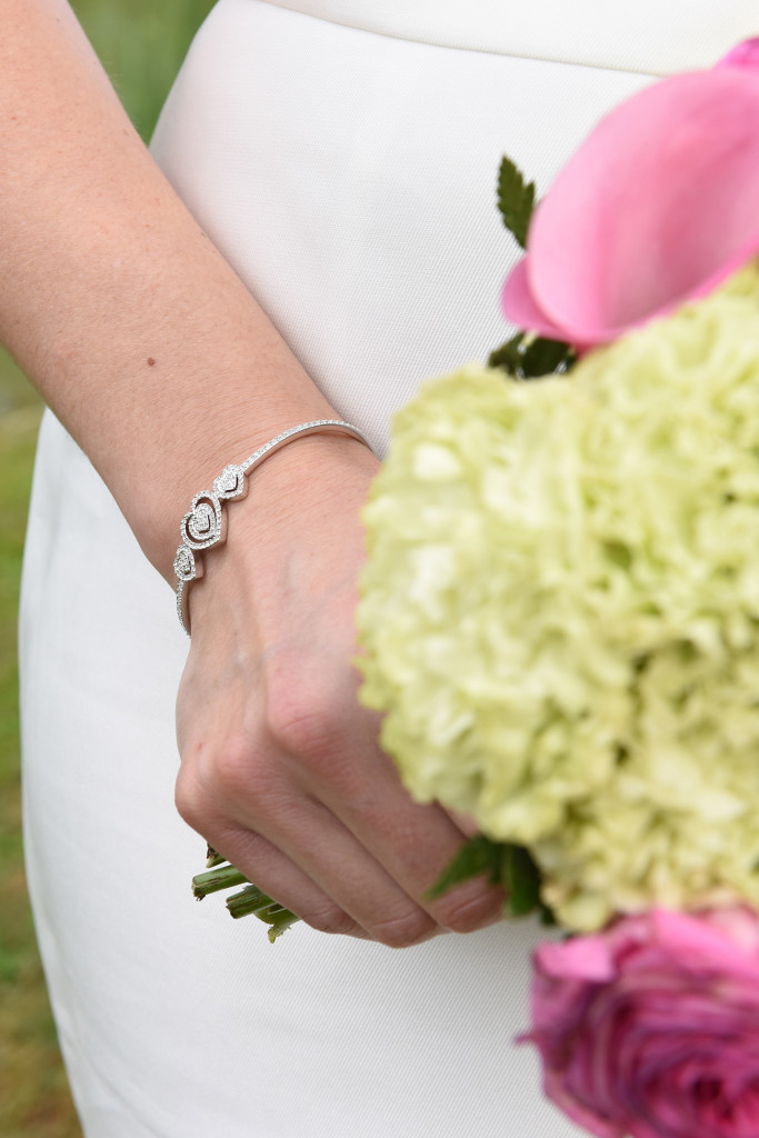 Zoom on the bride's accessories her bracelet and her wedding bouquet