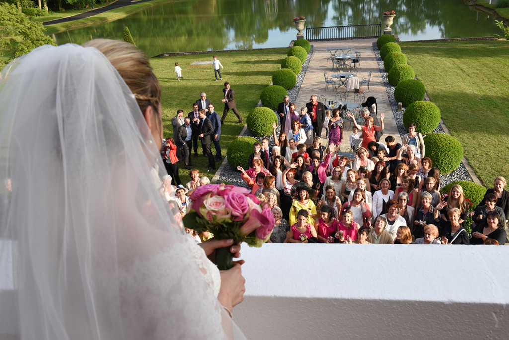 In the beautiful garden of Château d'Epeyssole in front of all her feminine guests the bride getting ready to launch her wedding bouquet