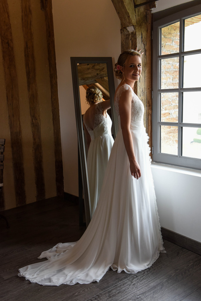 bride by the window mariee a la fenetre