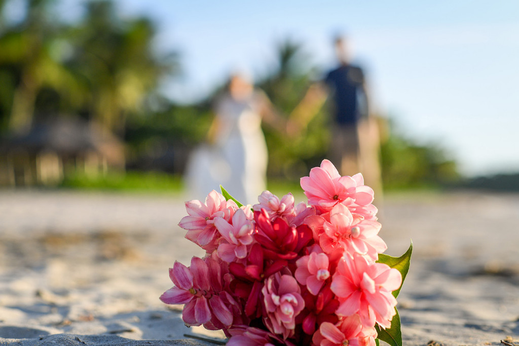 Fuschia bouqet in Fiji Island elopement wedding