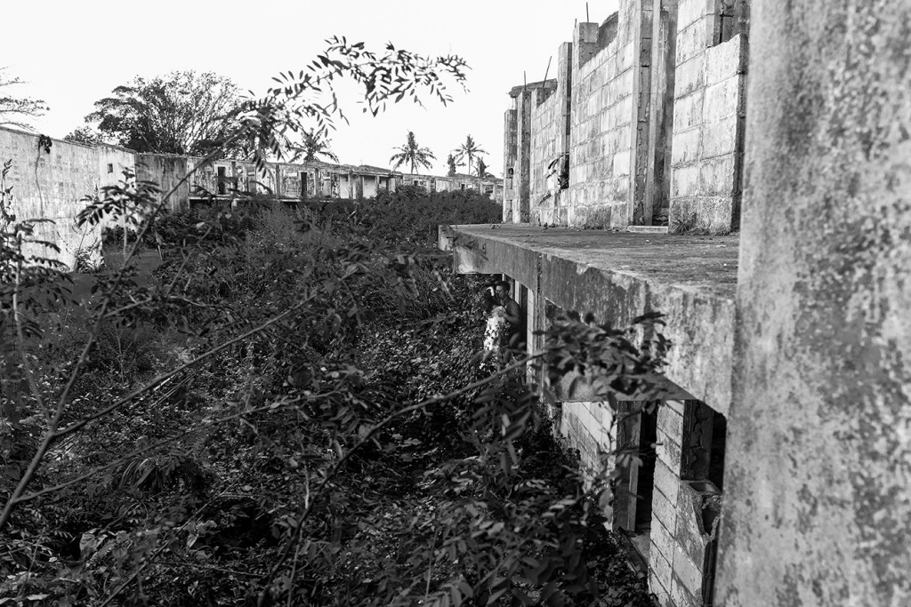 Black and white photo of abandoned building in Warwick Fiji