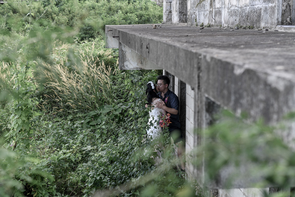Married couple kiss under abandoned building in Warwick Fiji
