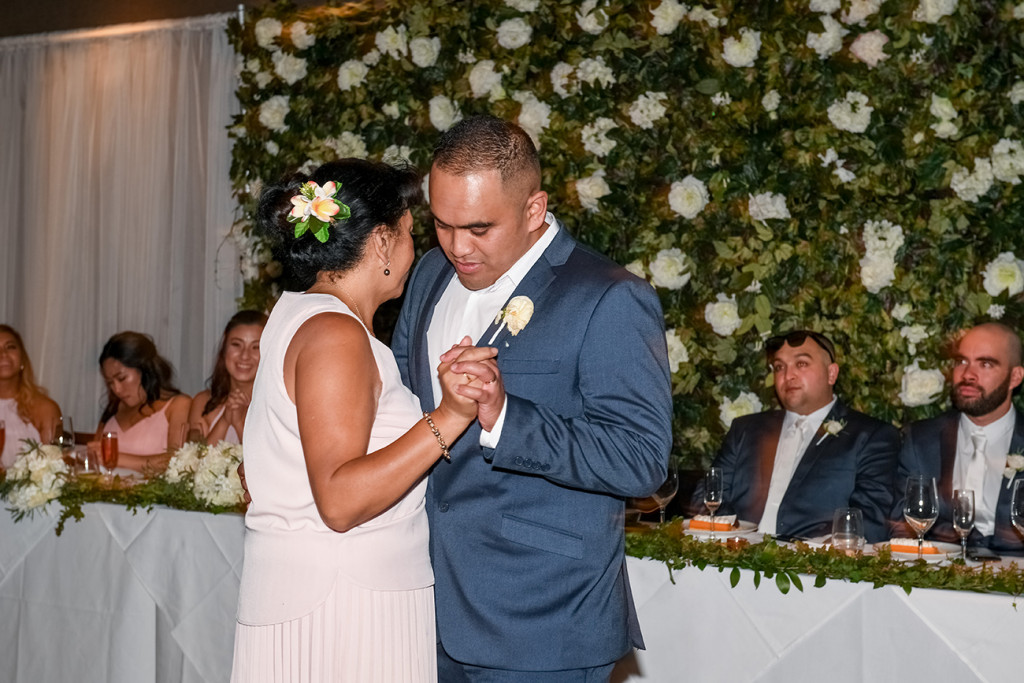 Groom dances with his mom at the Sofitel Auckland