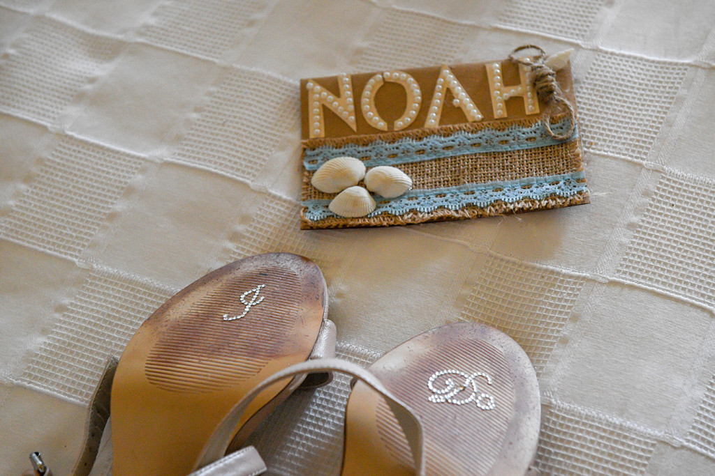 Sea shell diy nametag at boho wedding in Outrigger Fiji