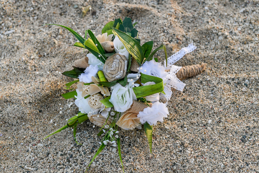 DIY burlap ribbon and white flower bohemian bouquet at the Outrigger Fiji
