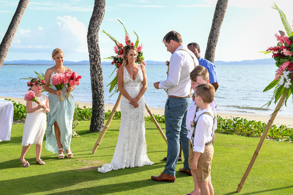 Groom reads his vows in front of breathtaking beach at Denarau Fiji
