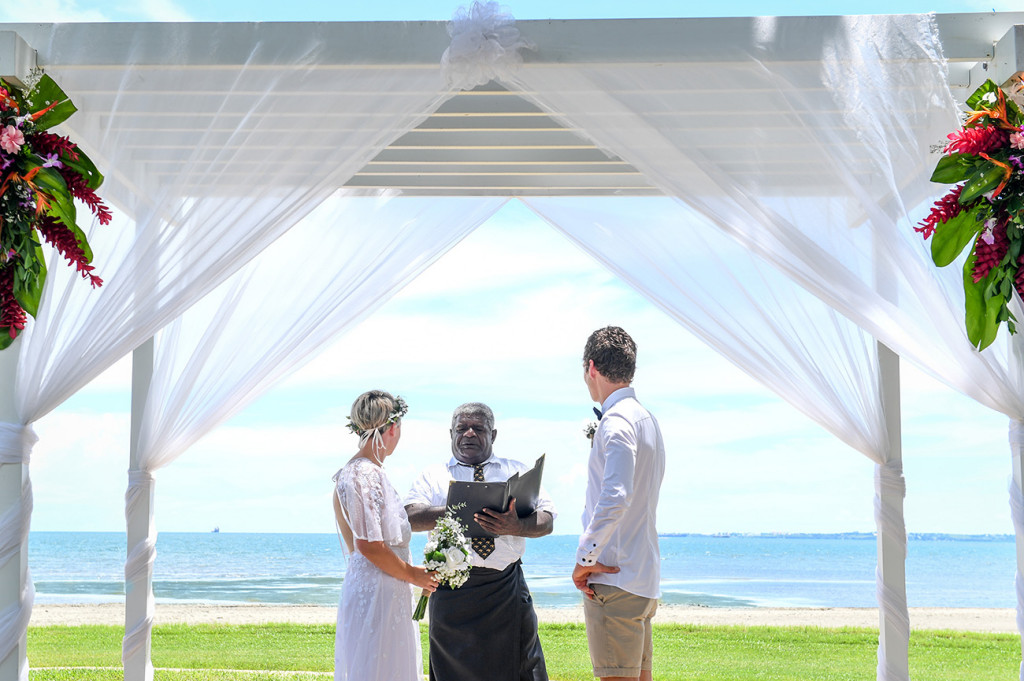 Exchange of vows at the breathtaking altar overlooking a view of the Pacific Ocean in Fiji
