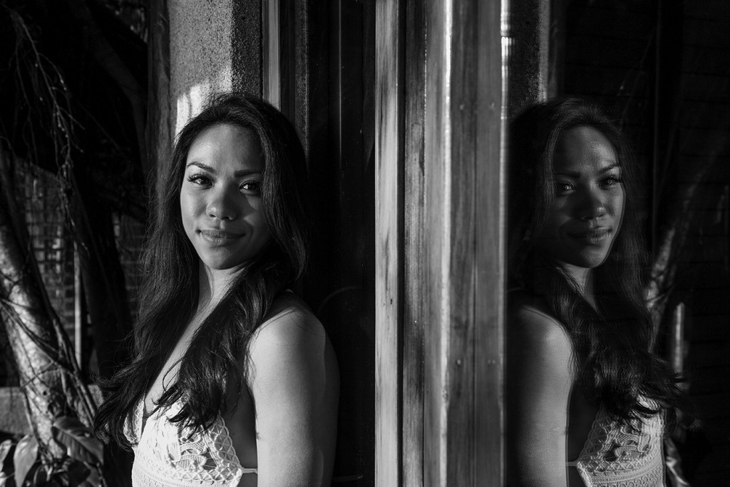 A monochrome picture of the breathtaking bride and her reflection