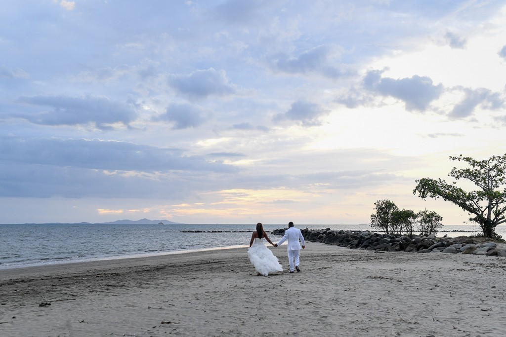 The bride and groom stroll into the stunning Fiji sunset