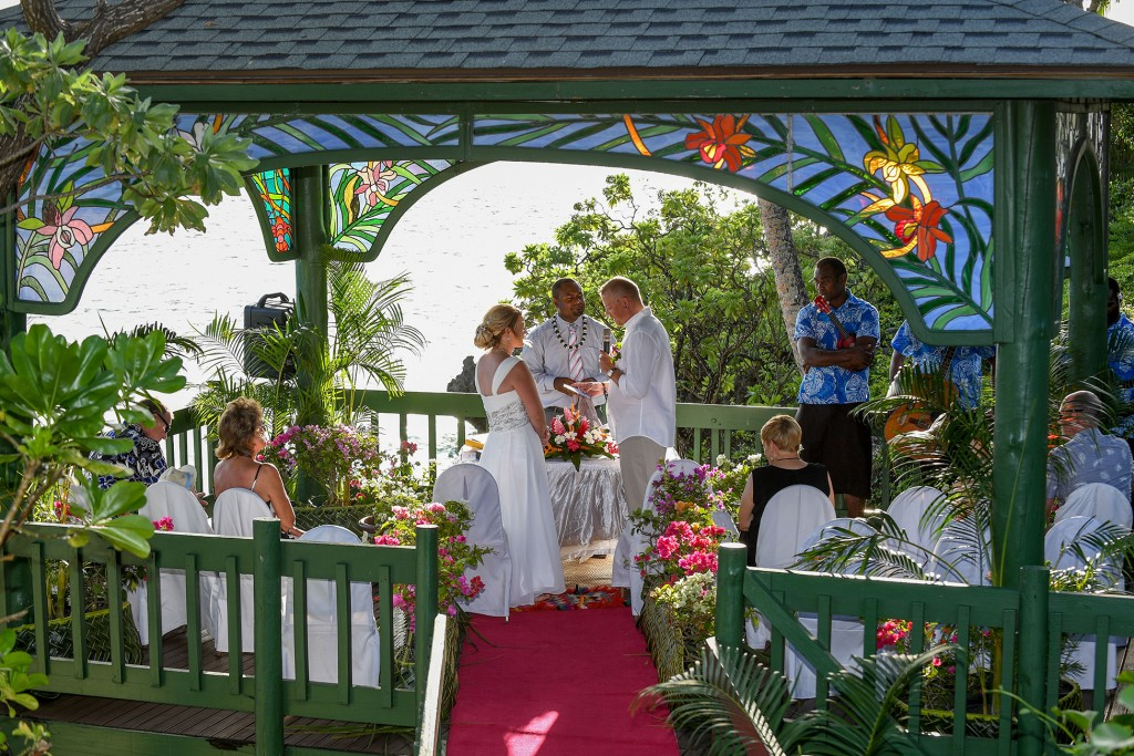 The celebrant claps as the couple exchanges vows