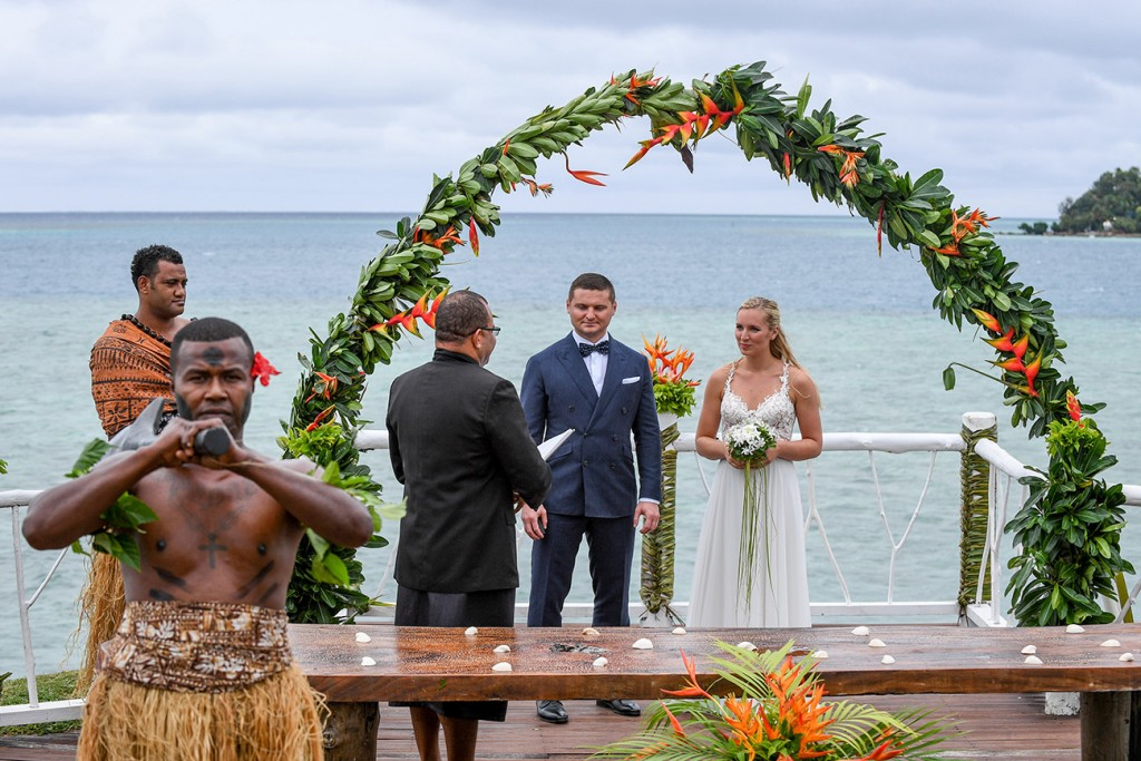 The bride and groom at the altar of their elopement in Tropica Island Fiji