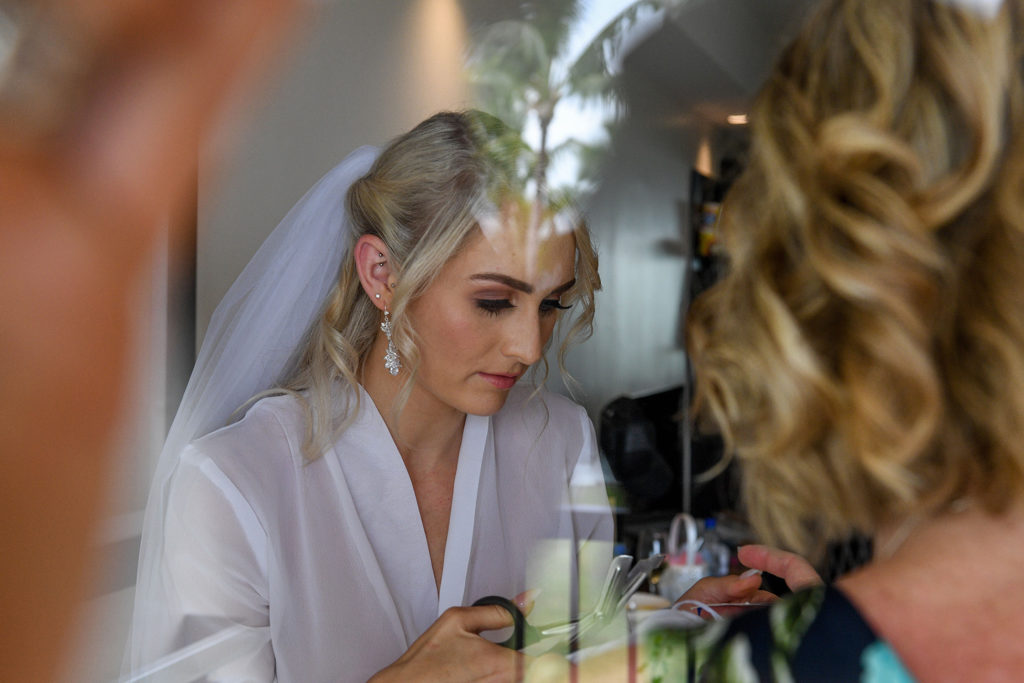 A peep of the stunning bride through the mirror